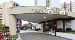 Hospedagem no Gran Reserva Casa da Madeira em Caldas Novas